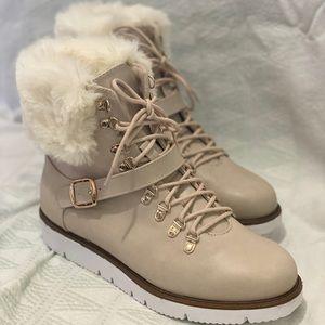 Women's faux fur boots size 8